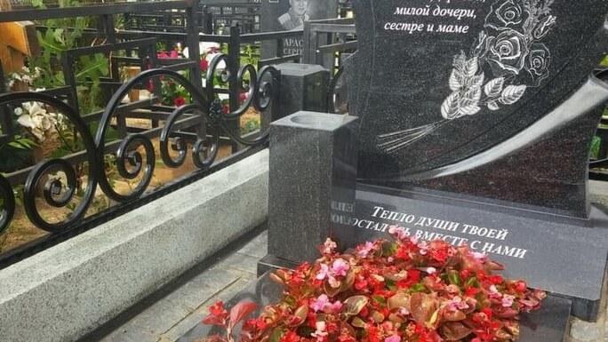 Ваза. Габбро-диабаз Александров Эконом памятник Купола Славянский бульвар