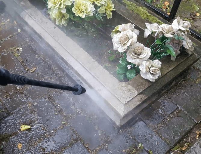 бетон на кладбище