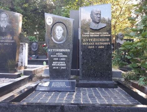Надгробные памятники рисунки сегежа памятники из гранита каталог и модели